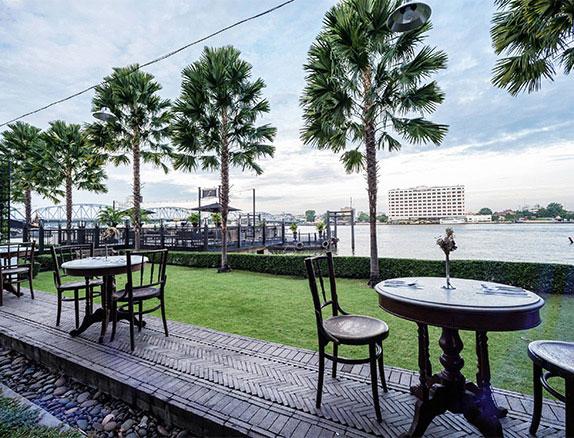 Chon Thai Restaurant Lawn