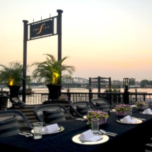 Tha_Nahm_Siam_Pier_Dining